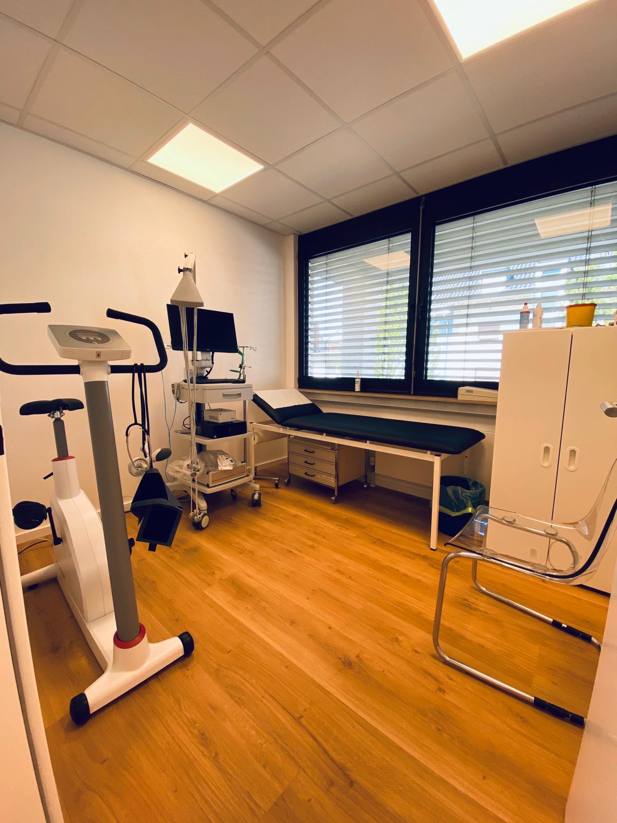 Behandlungszimmer1.jpeg